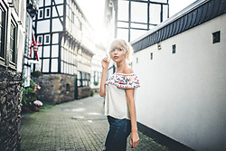 Vanessa ♡ - Zalando, H&M - Sunlight in the street