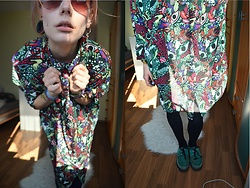 Kelly Doll - Monki Retro Sunglasses, Monki Psychedelic Dress, Underground Green Creepers - Monki girl
