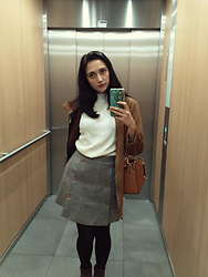 Noemi Aresti -  - Casual on the elevator
