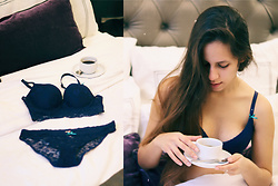 Linda Pavlovic - Ppz Dark Blue Lace Bikini Panty, Ppz Dark Blue Lace Push Up Crop Bustier - Morning coffee