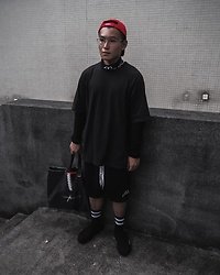 Wanqjj - Kappa Kontroll Turtle Neck Pullover, Y3 Oversized Tee, A Cold Wall Jersey Shorts Meshed, Balenciaga Speed Trainers, Vetements Cap, Comme Des Garçons Tote Bag - Look 1