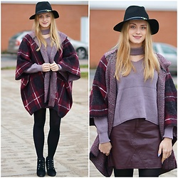 Natalia Piatczyc - Twinkledeals Black Hat, Sweater With Choker, Primark Checked Poncho, Centro Black High Heels - Tawny port autumn