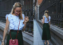 My Showroom Priscila - Romwe Top, Cluse Watch, Zara Skirt, Prada Bag - Combinar una falda plisada verde