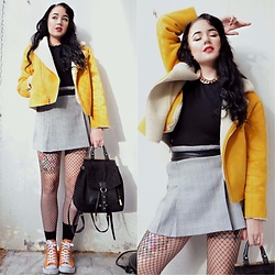 Andréa Frisk - Zara Yellow Jacket, Secondhand Plaid Skirt, Primark Fishnets, River Island Black Bag - Yellow