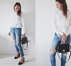 Magna G. - Www.Lovebeingpetite.Com - Levi's 501 skinny and white ruffled top