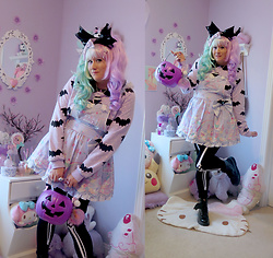 PastelKawaii Barbie - Amazon And Lockshop Wigs Mint Lavender Wig, Roxie Sweetheart Bat Holographic Bow, Angelic Pretty Milky Planet Salopette, Hello Cavities Lavender Bat Jumper, Halloween Store Skeleton Leggings, Bat Wing Added To Boots - Milky Candy Demon