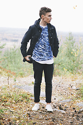 Andreas Sundbom - Weekday Jacket, Weekday Sweater, Weekday Jeans, Converse Sneakers - Into the wild