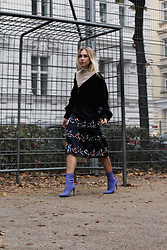 Laura⎢Les factory Femmes - Selected Femme Bomber, Mango Boots, H&M Shirt, Lena Hoschek Skirt - Life is a playground