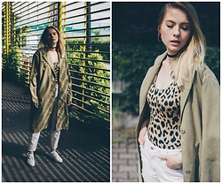 Iga Zubiel - Stussy Coat, Femi Pleasure Swimsuit, Zara Pants, Nike Shoes - Cheetah girl