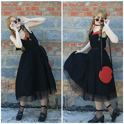 Maria Lilevskaya - H&M Sunglasses, Reserved Top, Befree Skirt, United Colors Of Benetton Bag - Black&Red