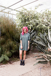 Else Herpen - Monki Long Sleeves Dress Green, India Chain, Got2bcolor Pink Hair, Dr.Martens Boots, Monki Warm Socks - Being a plant