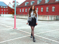 OH ANNE (BLOGGER) -  - HIGH NECK STRICK PULLOVER, TULLE SKIRT & BOOTS
