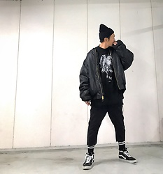 ★masaki★ - Rothco 6xl Bomberjacket, Komakino Sweater, Ch. Cutoff Pants, Vans Hitop - ⚫️black on black ⚫️