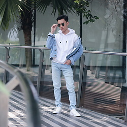 Arif Supandy - Ray Ban Sunglasses, White Jumper, Levi's Blue Jeans, Zalora White Sneakers - Millenial