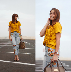 Carolina González Toledo - Zara T Shirt, Daniel Wellington Watch, Zaful Jeans, Carolina Boix Shoes - Flores de fuego
