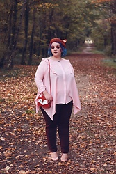 Audrey G. - Lili La Tigresse Pink Blouse, Kiabi Burgundy Pants, Bait Shoes Pink Heels, Rosegal Fox Bag, Youvimi Fox Ears Beret - Fox trot