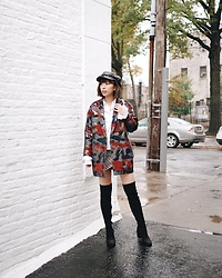 Angela Miuz Chan - Billy Reid Blazer, Public Desire High Knee Boots, Pomelo Fashion Hat - High knee boots?