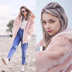 Eliza S. - Asos Fur Coat, Modis Glasses, Mango Blouse, Pull & Bear Jeans, Nike Sneakers - Marshmallows