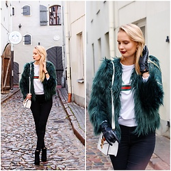Madara L - Lovelywholesale Green Faux Fur Jacket, Lovelywholesale White Sweatshirt, Lovelywholesale White Shoulder Bag - Emerald green