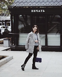 Alina Ermilova - Tommy Hilfiger Star Coat - Fall Boots: My Ultimate Guide