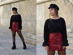 Claudia Villanueva - H&M Cap, Zara Sweatshirt, Zaful Skirt, Un Paso Más Boots - How to style a red leather skirt
