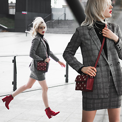 Anna Jaroszewska - Sinsay Blazer, Sinsay Skirt, Sinsay Shoes, Mango Turtleneck, Zara Bag (2016) - IN MOTION