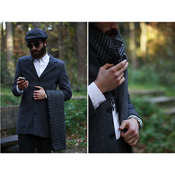 Yavuz Karahan - Ray Ban Ray Ban Sunglasses, Polo Ralph Lauren White, Stetson The Driver Flat Cap, Apple Iphone, Scotch & Soda Dapper Scarf, Scotch & Soda Classy Coat, Paul Hewitt Grand Silver - Dapper Dan Munich
