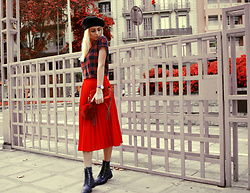 Sabina Bacevich - Stradivarius Beret, Tally Weijl Flannel T Shirt, H&M Red Bag, Massimo Dutti Boots - The weekend