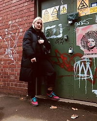 Ellie Fowler - Fila Puffer Jacket, Amazon Cargos, Patta Nike Air Max 1 - LACES OUT
