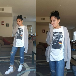 Brenda Cruz - Hot Topic Pink Floyd Tee - Sweater & ripped jeans band tee