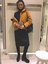 Alexandra Sakowska - Stella Mccartney Bag, Zara Jacket, H&M Sweater - B&Y