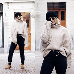 Doina M. - H&M Oversized Sweater, H&M Vintage Fit High Waist, Fentyxpuma Creepers - C O S Y