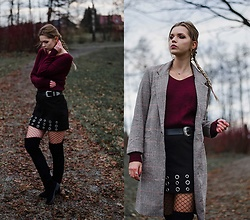 Marcela Wlodarczyk - Zaful Twisted Back Sweater, Rosegal Over The Knee Boots - Twisted back sweater