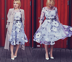 Anca Varsandan - Fashionmia Floral Dress, Dorothy Perkins Heels, Fendi Vintage Earrings - Winter Florals