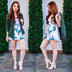 Priscila Figueredo - Zaful Leaves Print Open Back Cami Romper, Parka, Heels - Green love;