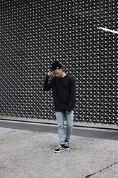 Kevin Elezaj - Vans Sneakers, Cheap Monday Jeans, One Piece Top, Yun Glasses, Nike Beanie - Black Friday
