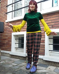 Luna Tiger - New Look Golden Earrings, Romwe Green Velvet Top, Primark Acid Green Top, Vintage Tartan Pants, Doc Martens Blueberry - VELVET DREAM