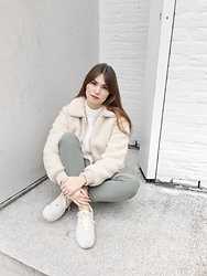 Sofie Rome - Asos Teddy Coat, Pimkie White Sweater, Pieces Green Pants, Onitsuka Tiger Chalk Sneakers - White teddy coat vs green pants