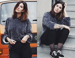 Nina Wirths - Bershka Sweater, Bershka Chino, Vans Shoes, Topshop Tights - Autumnlover