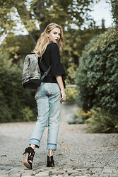 Nicola Marleen - Karl Lagerfeld Jacket, Zara Jeans, Zara Shoes, Fredsbruder Backpack - Fall Winter Look | Morning Elegance