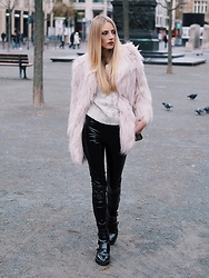 Laura Simon - River Island Faux Fur Rose, H&M Sweater Creme, Gina Tricot Black Leather/Lack, River Island Black Boots - Faux Fur in Winter ?