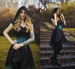 Ashi Monster - Emerald Queen Art Hoodie Dress - Emerald autumn