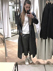 Chloé Trp - Karine Lecchi Coat, H&M Teee, Weekday Orange Top, Carhartt Pants - Sporty style