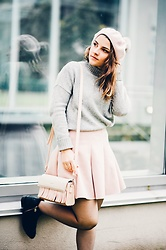 Lyzie McCake - Simons Pink Hat, Gap Grey Pullover - Grey and Pink