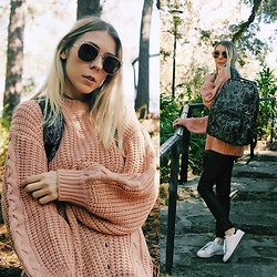 Zuzana - Sammydress Oversized Peach Sweater, Adidas Stan Smith Sneakers, Oribagu Smokey Jade Gorilla Backpack, Giant Vintage Golden Frame Sunglasses - Oversized Peach Sweater