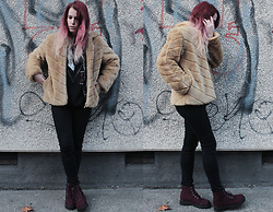 Sofi B. - Faux Fur Coat, Black Skinny Jeans, H&M Red Leather Boots, Alice Cooper T Shirt - Hard to keep up