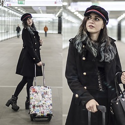 Ola Brzeska - Zaful Hat, Zaful Military Coat, Sinsay Shopper Bag, Zaful Corset Belt, Boots - Travel blogger