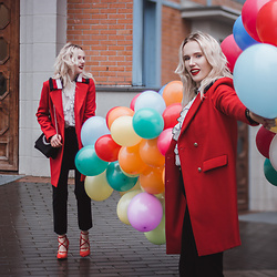 Anna Jaroszewska - Tommy Hilfiger Red Coat, Mango Blouse, Mango Bag, Carinii Shoes, Wrangler Jeans - #WeAreTheAnswear