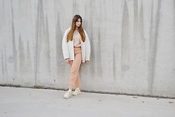 Sofie Rome - Cos White Coat, Pimkie Pink Knit, Pull&Bear Corduroy Pants, Veja Beige Sneakers - Cocooning in peachy shades