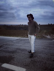 Matteo Peretti - Prada Vintage Pants, Stone Island Sweater, Zara Hat, Dr. Martens Shoes, Ray Ban Sunglasses - Winter is come.